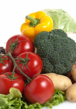 Tomatoes, broccoli, yellow pepper, potatoes and lettuce. How to keep Your Vegetables Fresh Longer