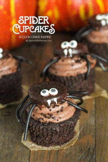 Cupcakes with a peppermint pattie spider and with pumpkins