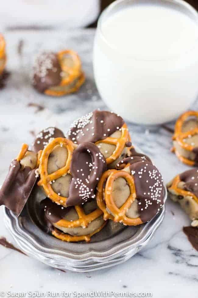 Easy Cookie Dough Pretzel Bites -- Perfect little bites of sweet ...