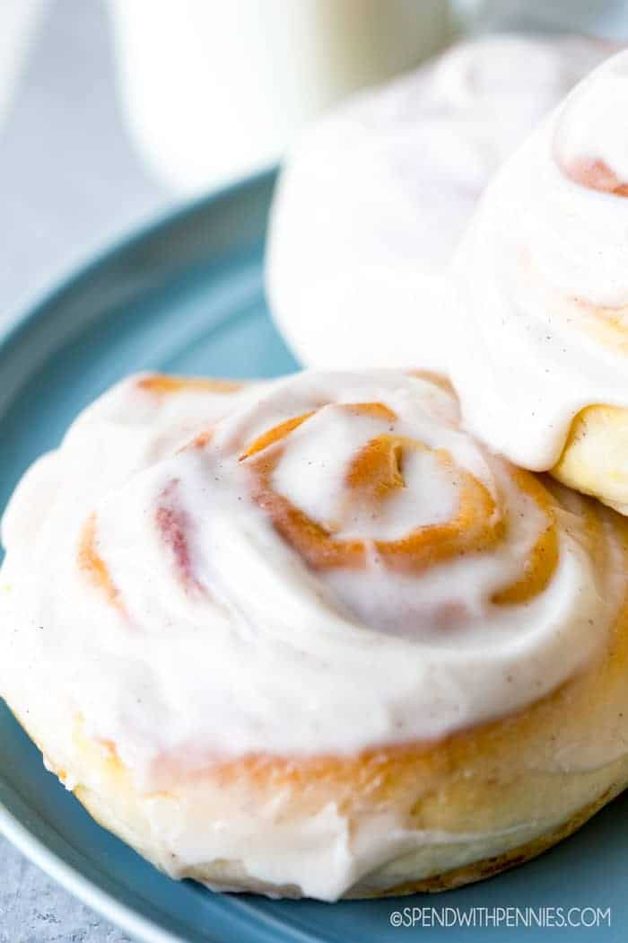 Pumpkin Cinnamon Rolls (Quick & Easy!)