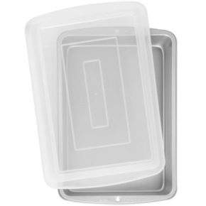 Wilton 9x13 pan with lid