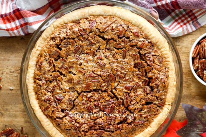 Overview of a baked pecan pie.