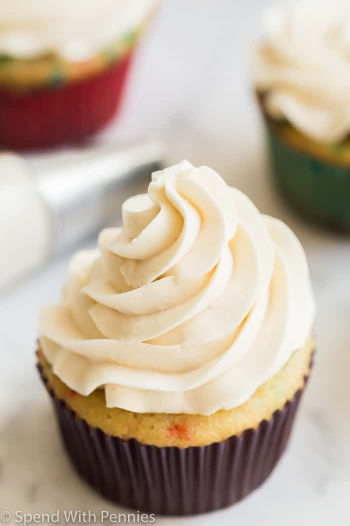vanilla buttercream frosting on cupcake
