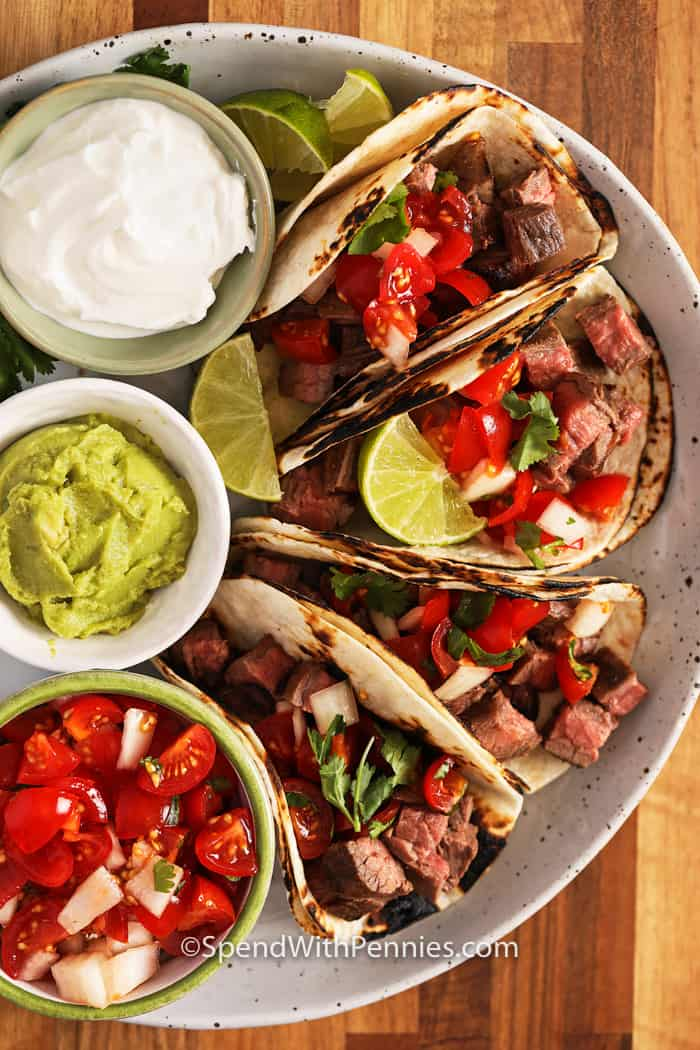 4 steak tacos with sour cream and guacamole
