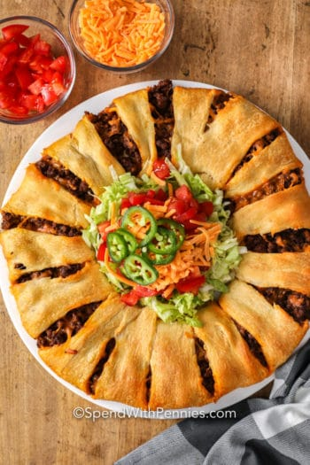 Taco Crescent Ring with lettuce and tomatoes