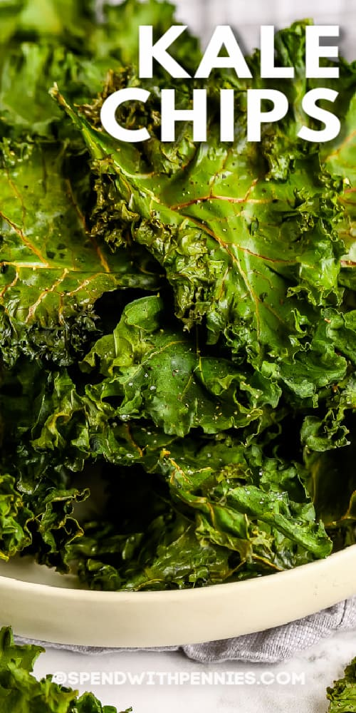 pile of kale chips in a bowl with title
