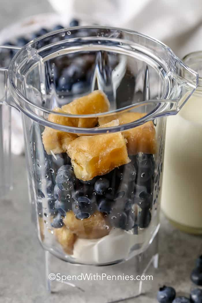 ingredients to make Blueberry Smoothie in a blender
