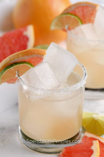 glass of Paloma with garnish