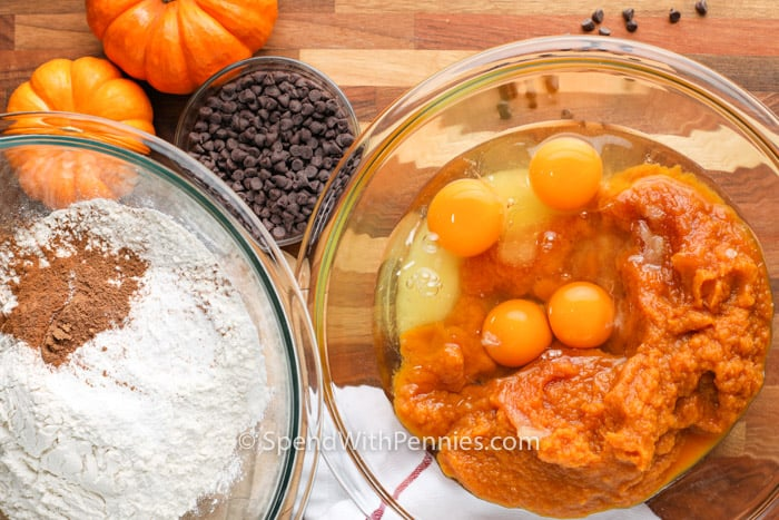 ingredients to make Chocolate Chip Pumpkin Cake