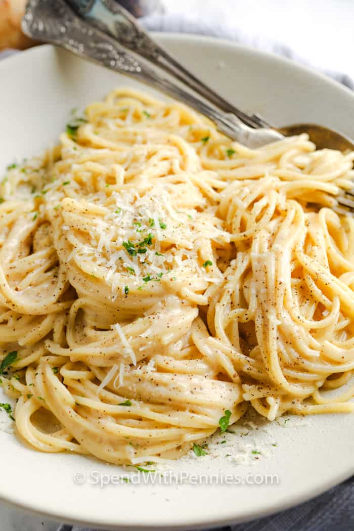 Cacio e Pepe on a plate with a fork
