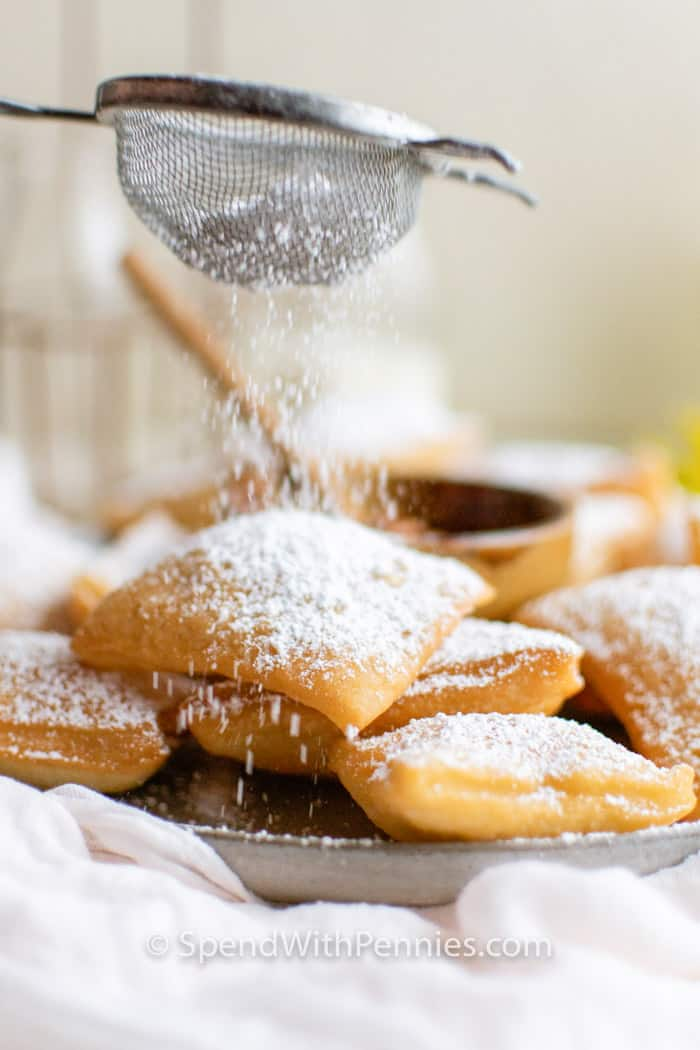 sifting icing powder on Sopapillas