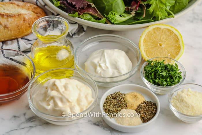 ingrediënten om romige Italiaanse dressing te maken
