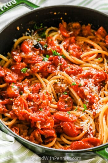 cooked Bucatini with Fresh Tomato Sauce in a green pot