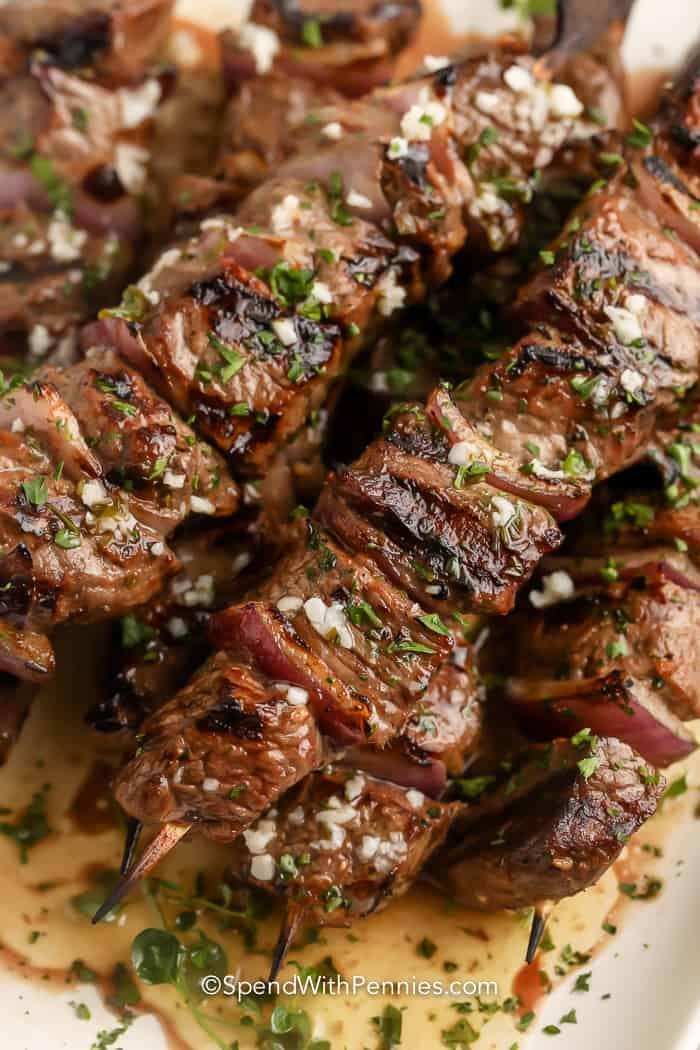 Fokhagymás vajas steak Kabobs – Töltsön fillérekkel