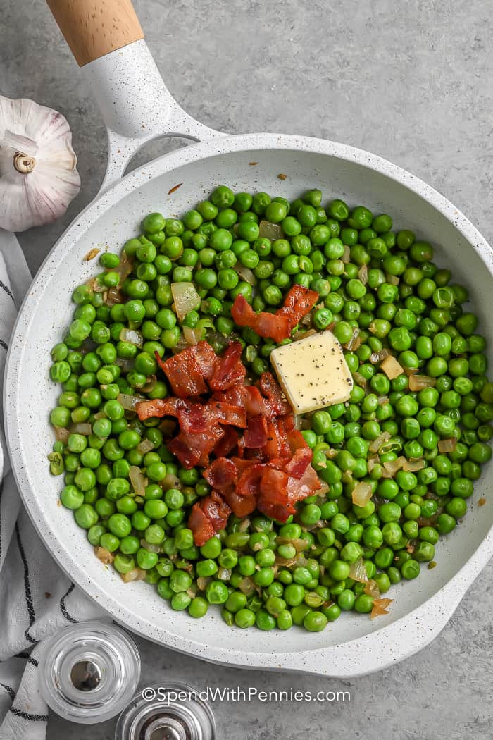 cooked peas with bacon and butter on top