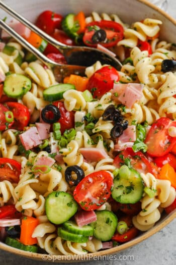 close up of a bowl of Easy Pasta Salad